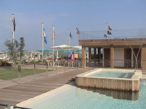 Bagno Bragozzo ingresso con piscina e vista spiaggia