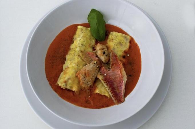 piatto con ricetta di pesce realizzato dalla cucina del bagno Bragozzo
